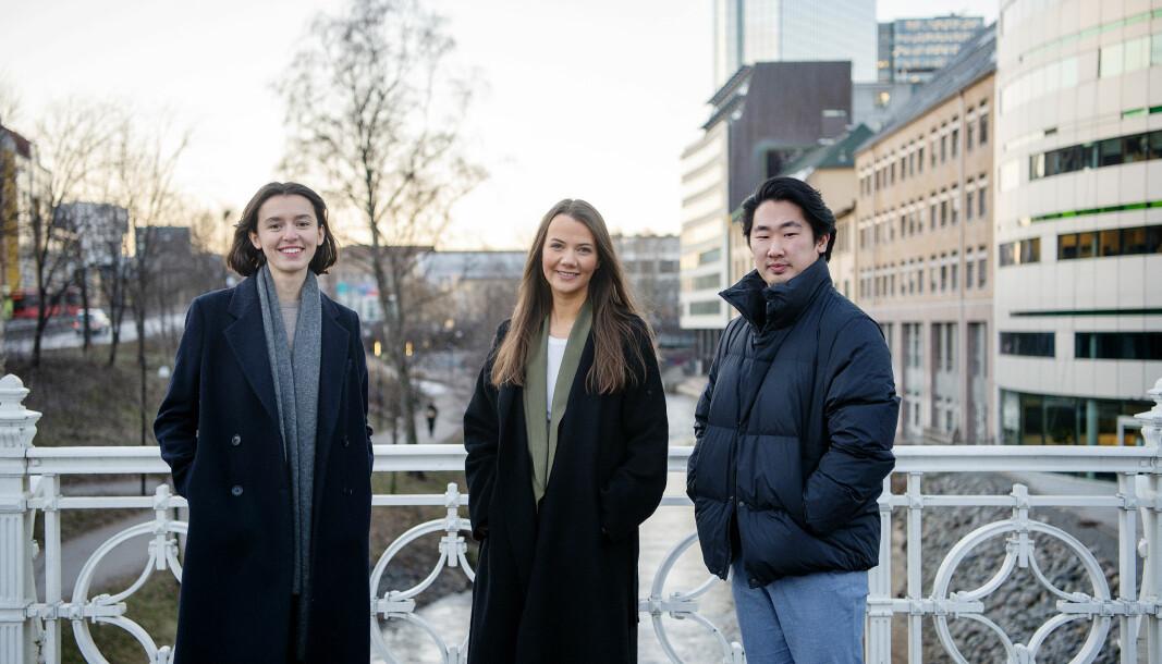 Leila Feratovic (28), Emilie Louise Solberg (27) og Jonas Solgård (26) har fått fast jobb i Dagens Næringsliv.