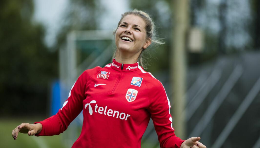 Andrine Hegerberg blir fotballekspert hos Viasat. Her fra et opphold med landslaget i 2017.