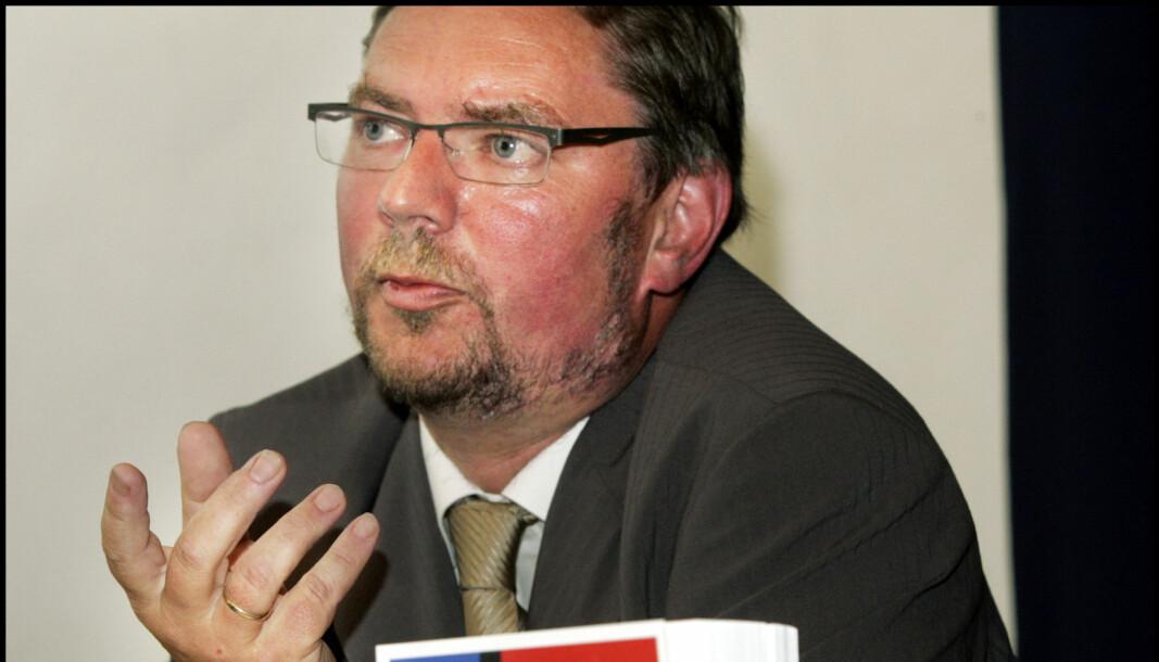 Alf Ole Ask avbildet under lanseringen av boken «Hvem skal eie Norge» i 2004.