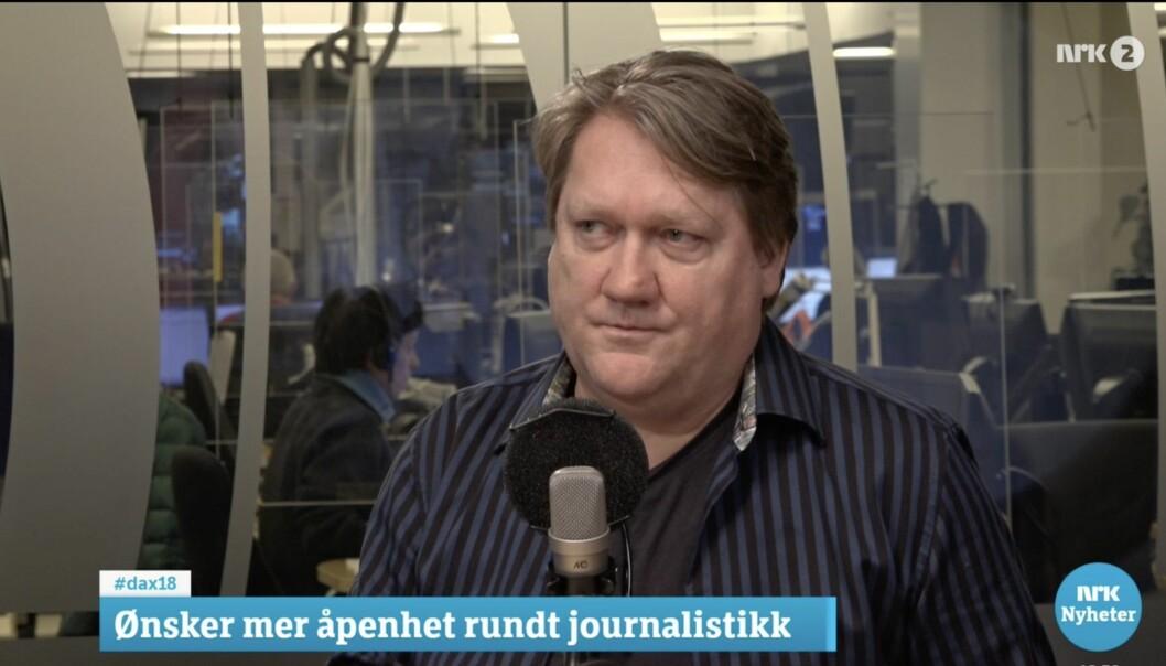 Politisk redaktør i Avisa Oslo, Eirik Mosveen, tror ikke det er en god idé å alltid skulle være åpen om hvem som har bidratt til å selge inn en sak.