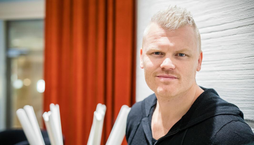 John Arne Riise var i sin fotballkarriere vant til å levere med venstrefoten. Nå skal han levere fra tastaturet for VG.