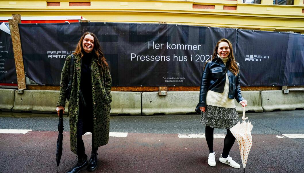Guri Istad (t.h) blir daglig leder i Pressens Hus. Her er hun avbildet sammen med IJ-leder utenfor huset i Oslo.