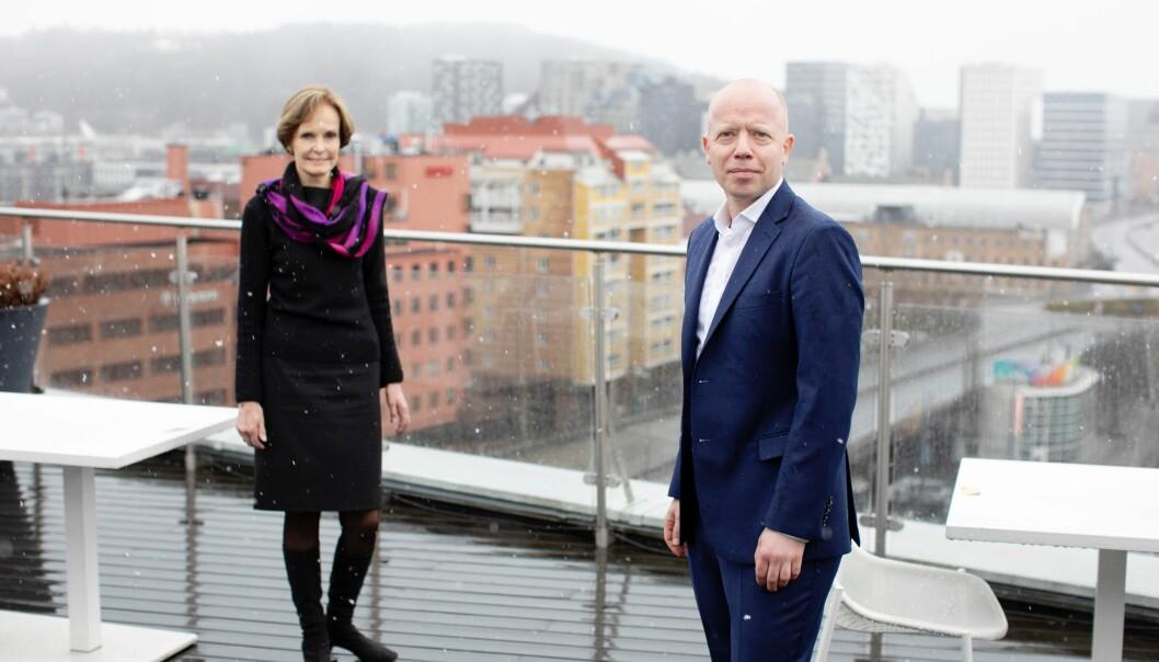 Styreleder i NHST Media Group, Anette S. Olsen (til venstre) og ny konsernsjef Trond Sundnes.