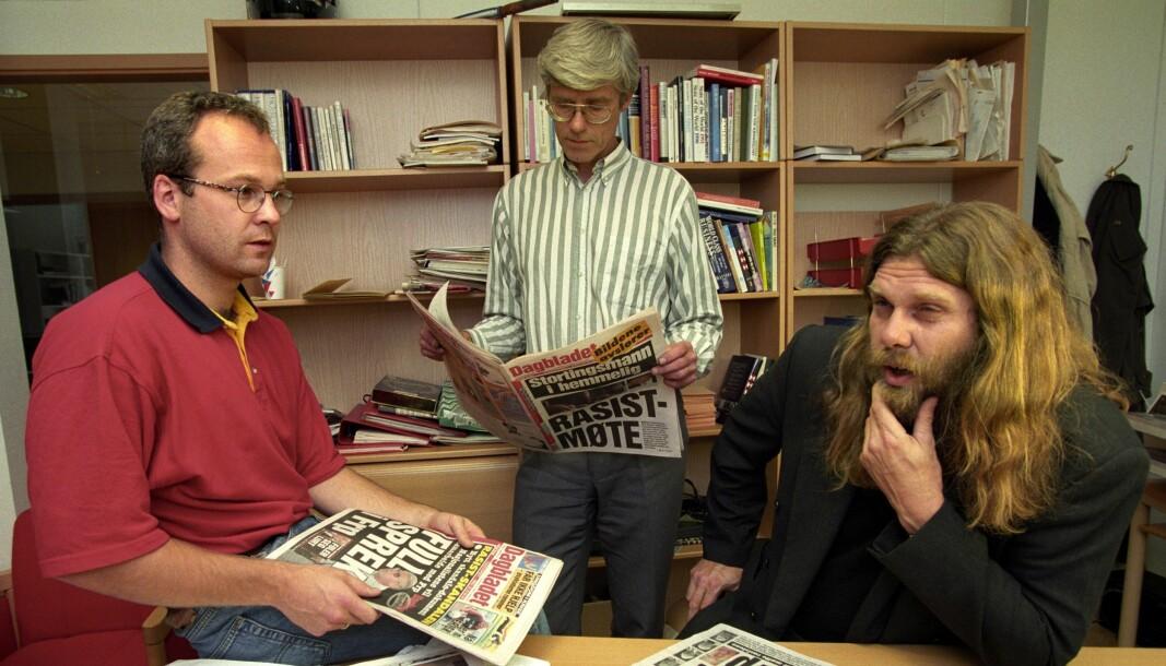 Journalistene Thor Gjermund Eriksen, Cato Vogt-Kielland og Arne O. Holm (th) sto bak oppslagene om at Fremskrittspartiets Øystein Hedstrøm i september 1995 hadde deltatt på det mye omtalte møtet på Godlia Kino arrangert av rasister og høyre-ekstremister. Saken fikk et SKUP-diplom for 1995.