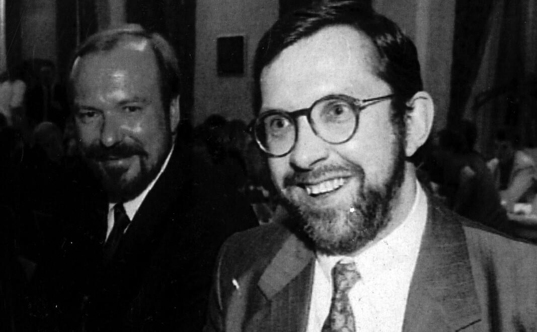 Harald Stanghelle (til høyre) og Alf R. Jacobsen vant begge den første SKUP-prisen for henholdsvis «Mossad-saken» og boken «Iskyss».