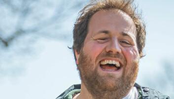 NRKs Ronny Brede Aase forteller om egen helse og kaster klærne i ny serie. Derfor gjør han det