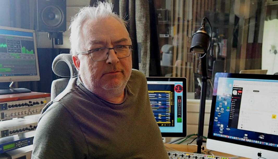 Redaktør Nils Martin Kristensen i Guovdageainnu Lagasradio er kritisk til at han ikke fikk innsyn i alle søkerne til stillingen som direktør i NRK Sápmi.