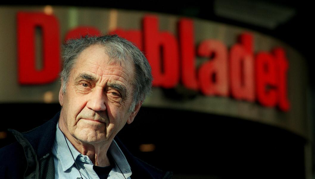Johan Brun jobbet i Dagbladet i hele sin karriere før han ble pensjonist. Her er han avbildet utenfor avisens lokaler i 2001.