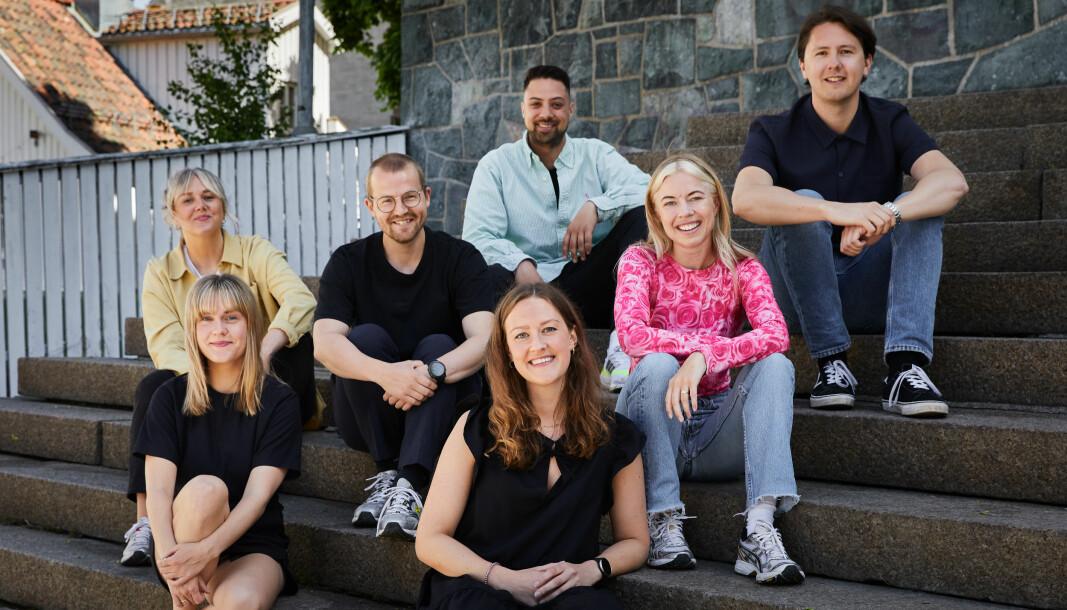 VGTVs nye podkastavdeling: Bak fra venstre: Marte Blindheim Vedde, Daniel Rosenquist, Kristoffer Kumar, Jørgen Vigdal. Foran fra venstre: Elise Vatsvåg, Karoline Marie Enoksen og Siri Pallesen.