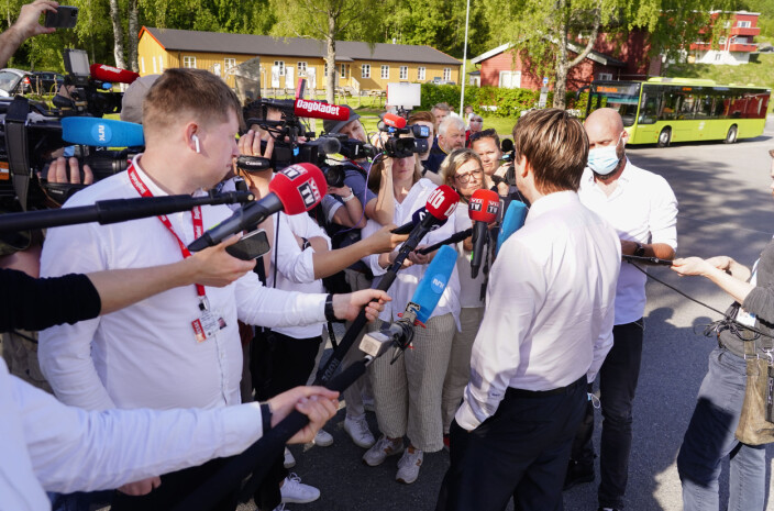 Her står journalistene tettpakket: – Vi må skjerpe oss