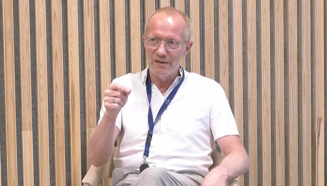 Generalsekretær i Norsk Redaktørforening, Arne Jensen, la frem utkast til ny veileder under seminaret på Pressens Hus.