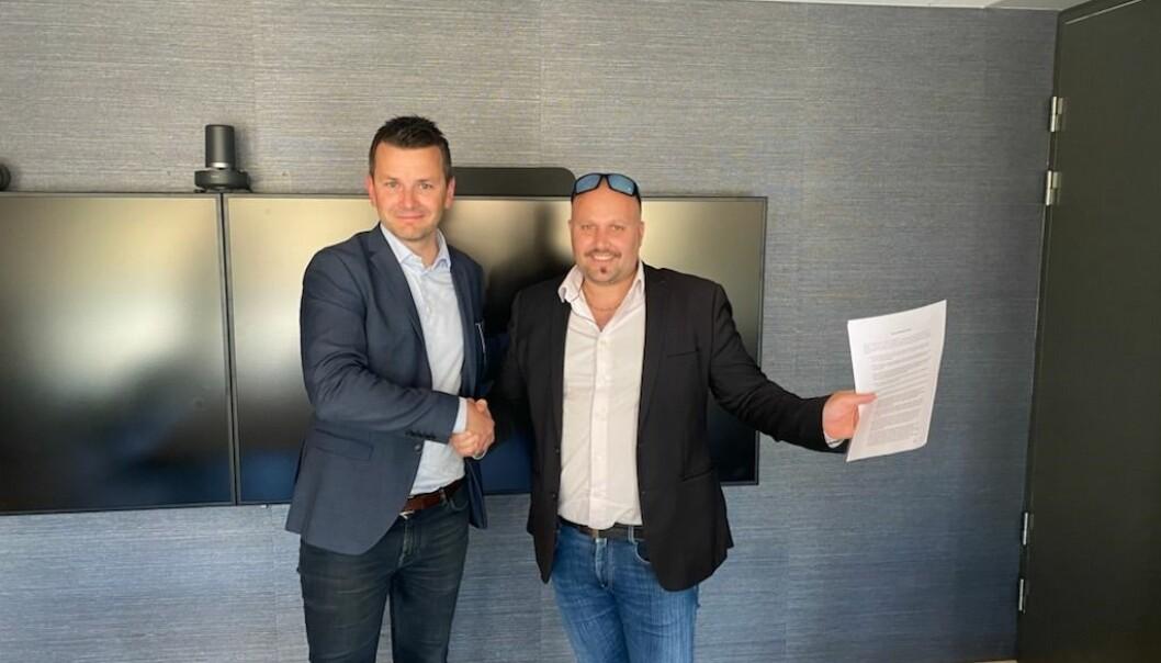 Øyulf Hjertenes, direktør i Schibsted Kyst og Stephan Dickinson, eier i Øyposten AS.