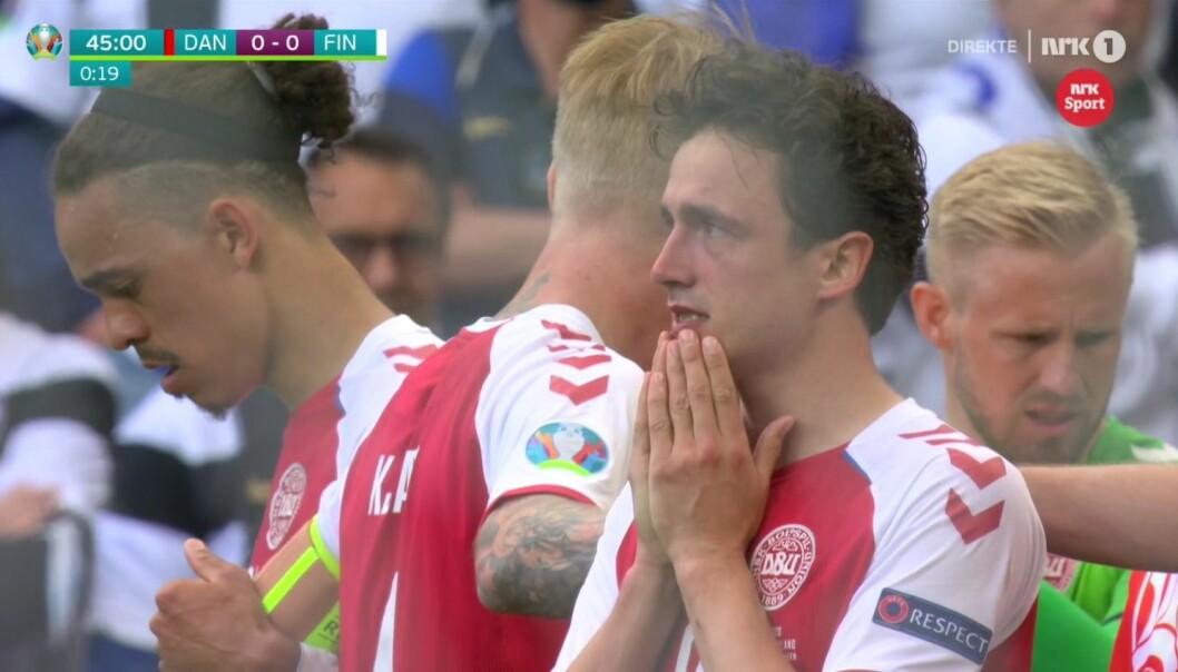 De danske spillerne var oppløst i tårer etter at deres lagkamerat Christian Eriksen falt om etter hjertestans under lørdagens landskamp mellom Finland og Danmark.