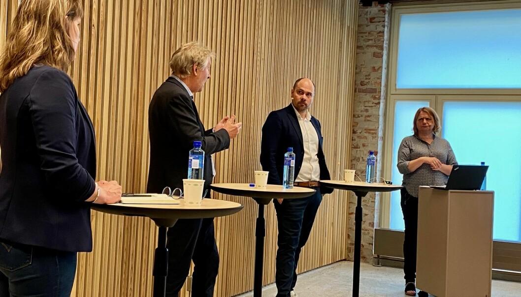 Amedias konsernsjef, Anders Opdahl (t.v) møtte Torry Pedersen og Eva Stenbro til debatt i Pressens hus om eierstyring og redaktørrollen onsdag.