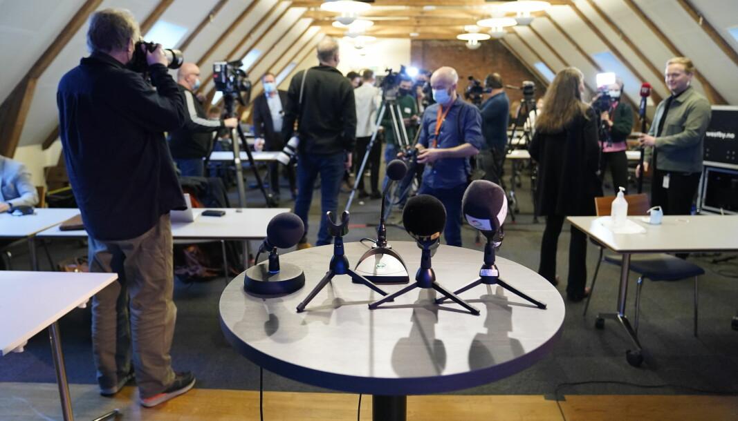 Et knippe journalister avbildet på en pressekonferanse på Stortinget tidligere i år.