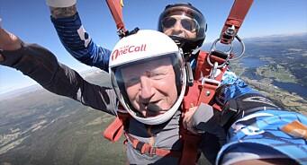 Her intervjuer VG kulturministeren under et fallskjermhopp: – Aldri fått et sånt kick før