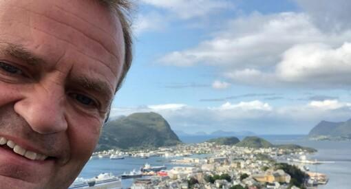 NRK Nyheter-sjefen: – Gjennomførte et redaktørmøte i slåbrok