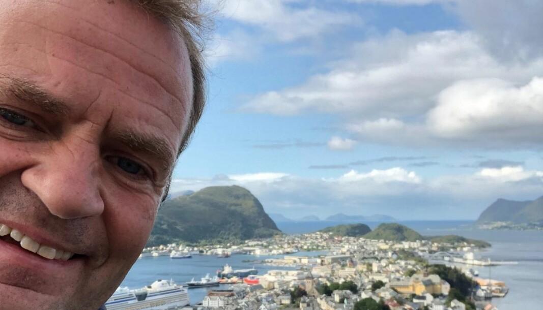 Redaktør for Nyhetsdivisjonen i NRK, Knut Magnus Berge, besøker hjemlige trakter på Sunnmøre når han drar på norgesferie i år.