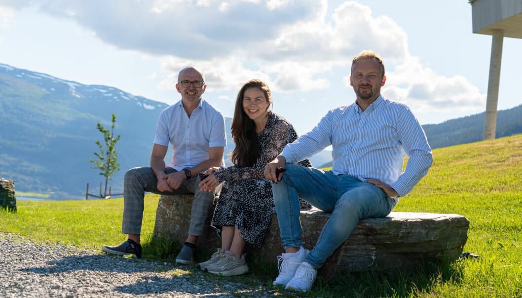 Konsernsjef i LL Hordaland, Terje Olsen (til venstre) og publisher Guro Valland i Hordaland. Til høyre er direktør for Mediehus i Amedia, Morten Nilsen.