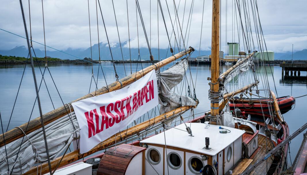 Klassekampens egen skute seiler av gårde 24.juli. Det er duket for debatter fra Mo i Rana og hele veien til Trondheim denne sommeren.
