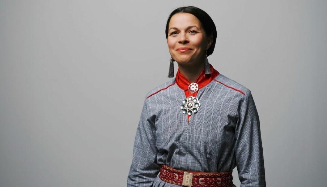 Elin Anna Labbas forfedre holdt til på Finnheia i Troms sommerstid da de på tidlig 1920-tall brått ikke lenger fikk komme tilbake over grensen. I stedet ble de tvangsflyttet til nye steder i Sverige. Det skrev hun prisbelønt bok om.