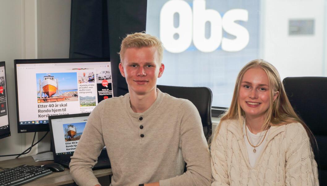 Søskenparet Linn Emilie (19) og Marius Kalleberg Mydland (17) driver Lyngdals Avis helt alene i sommer.