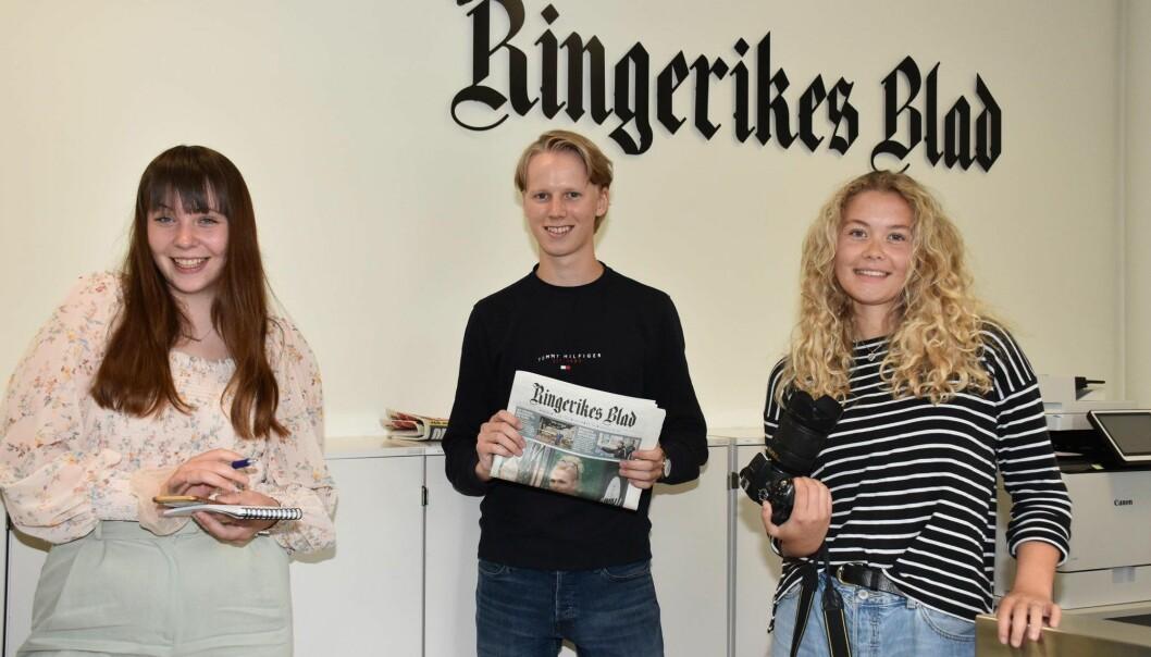 Minda Persvold (fra venstre), Axel Solheim og Idun Audunsdatter Tingleff er årets sommervikarer hos Ringerikes Blad.