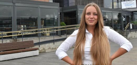 Julia (24) har vært journalist siden hun var 14 år. Nå har hun fått fast jobb i Tønsbergs Blad