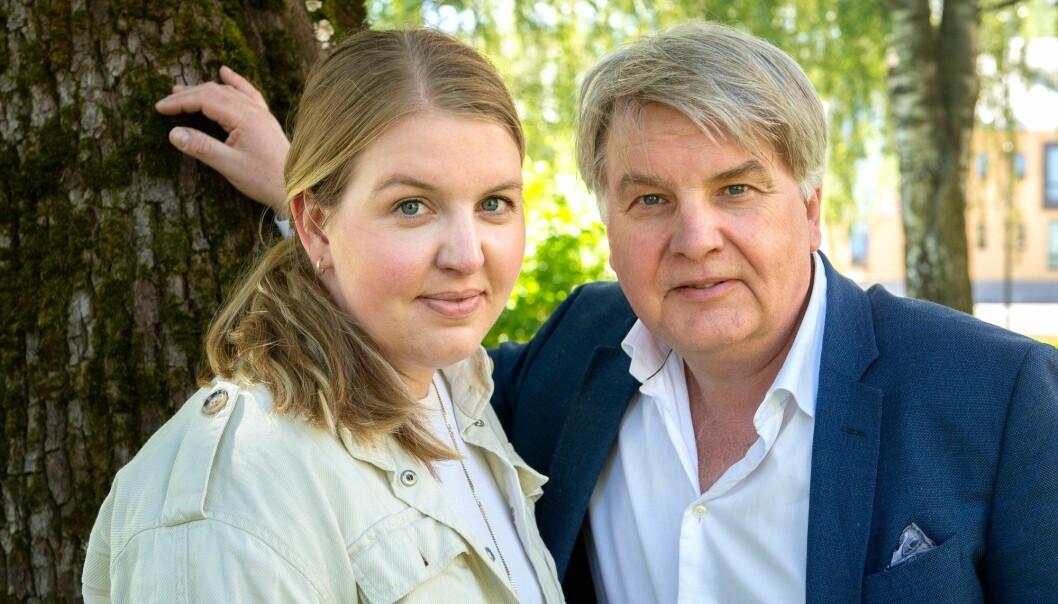 Sjefredaktør i OA, Erik H. Sønstelie sammen med datteren Siri, som var på Utøya 22. juli.