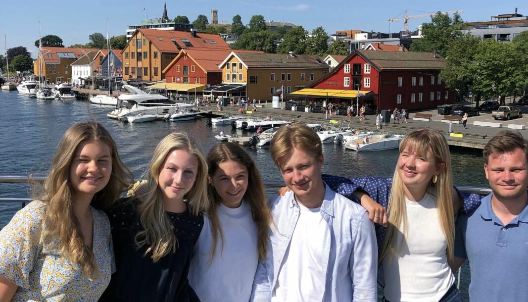 Bildetekst:Seks av årets elleve sommervikarer: Ingrid Elise Sønstebø-Sundt, Madeleine Jamieson,Tina Sletten, Mads Thygesen, Johanne Ringøen og Even Berthelsen.
