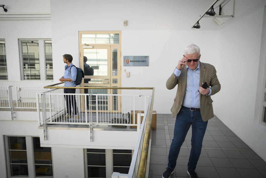 Ståle Lidsheim fra sekretariatet i Norsk Journalistlag og leder Dag Idar Tryggestad utenfor Riksmekleren.