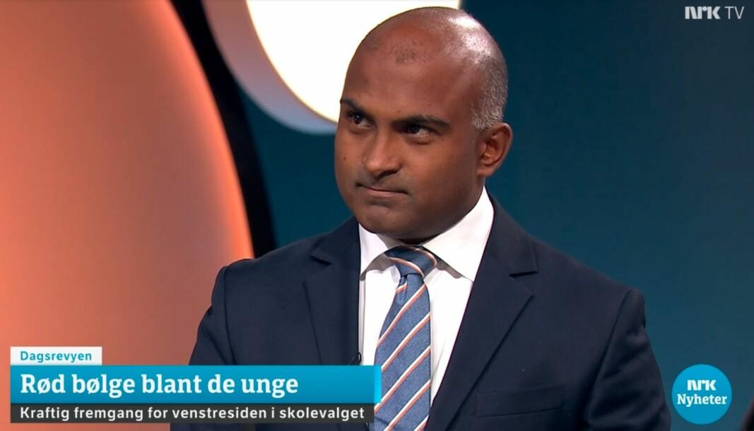 NRKs politiske kommentator Lars Nehru Sand. Her fra tirsdagens Dagsrevyen-sending.