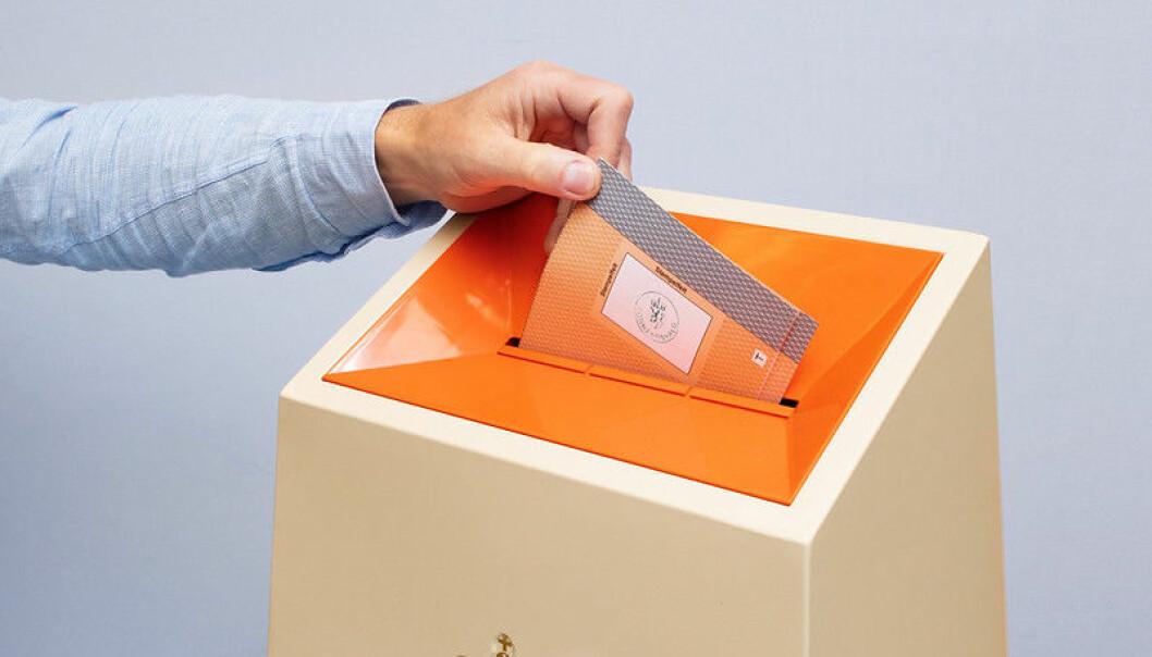 Det var ikke lov å offentliggjøre valgresultat og valgdagsmålinger før tidligst kl. 21.00 på valgdagen mandag.