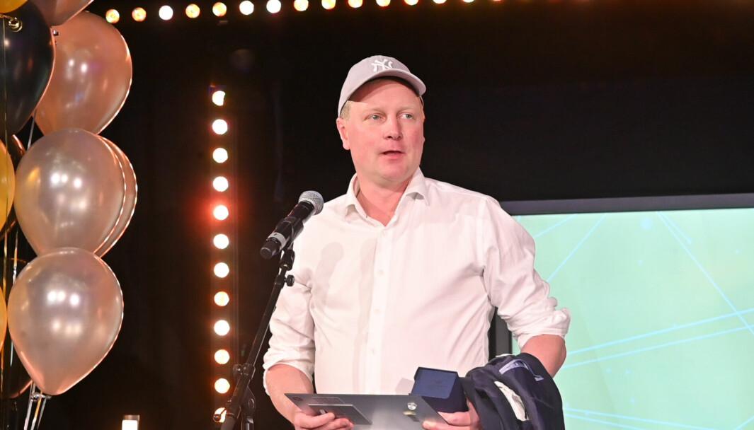 VG-journalist Anders K. Christiansen tok imot prisen for «Årets sportsjournalistiske arbeid» på vegne av seg selv og sine kollegaer i MCB torsdag kveld.