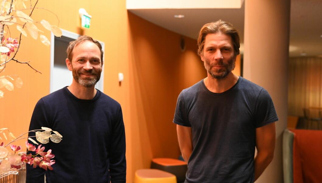 Journalistene og forfatterne Simen Sætre og Kjetil Østli avbildet under Fortellingens kraft.