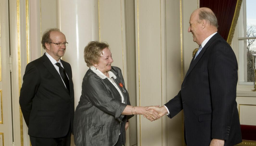 Tidligere NRK-profil Anne Baggethun er død. Her er hun avbildet da hun fikk Kongens fortjenestemedalje i 2008.