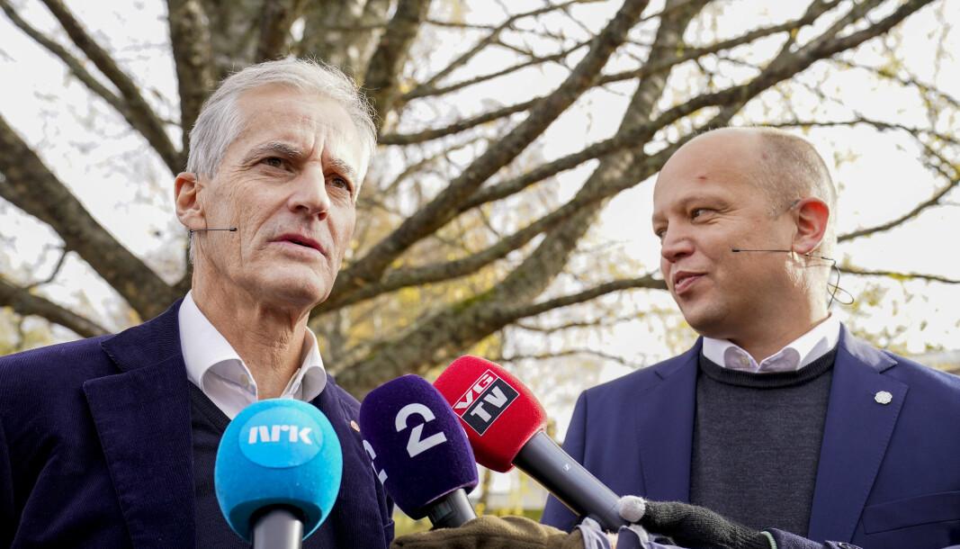 Ap-leder Jonas Gahr Støre og Sp-leder t.v. Trygve Slagsvold Vedum la onsdag frem regjeringsplattformen ved Hurdalsjøen hotell.