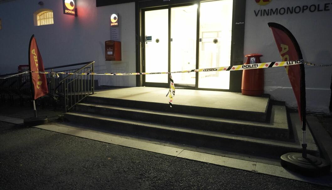 Kongsberg 20211014. Politiet fortsetter arbeidet i Kongsberg etter at en mann drepte fem personer torsdag.Foto: Terje Pedersen / NTB